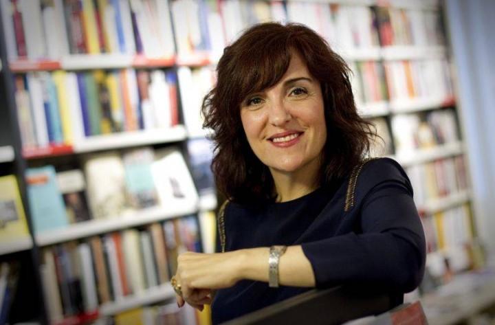 "Elvira Lindo ""Cafés Literaktum"" Tertulia."