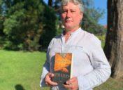 """Juan  Lekue:  """"Solitude  es  una  novela  acerca  de  los  que  no  consiguieron  adaptarse  y  prosperar  en  la  tierra  prometida"""""""