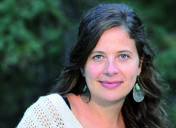 """Juliana  Léveillé-Trudel:  """"Inuiten  arbasoak  inolako  erosotasun  modernorik  gabe  bizi  izan  ziren  planetako  inguru  zailenetariko  batean,  eta  indar  horrek  mugiarazten  ditu  egun  Iparraldeko  herriak"""""""